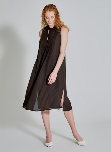 People By Fabrika Yakası Bağlama Detaylı Bol Kesim Elbise Siyah